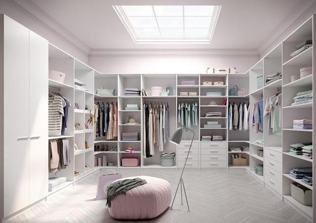 Хорошая гардеробная комната